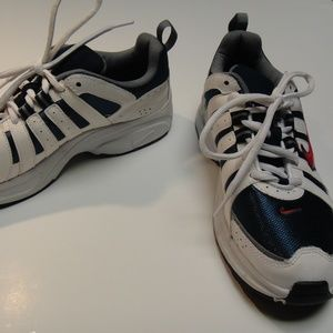 Nike Youth Athletic Shoes  Blue/White/Red sz 7Y